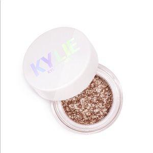 Kylie Jenner Shimmer Eye Glaze in Night Swim.